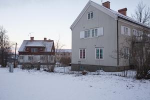 PRO-huset vid Eriksgatan och Finsamhuset, som ses i bakgrunden, är två av fastigheterna som det kommunala bolaget vill sälja.