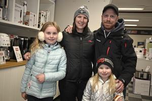Elvira Karlsson, Sara Fransson, Daniel Karlsson och Ronja Karlsson från Västerås var på besök hos Salab.