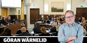 Göran Wärnelid lyssnar på debatten om den kommunala budgeten för 2020.