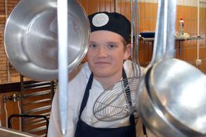 Adam under sin utbildning. Och med i det vinnande laget i en kocktävling i Dalarna.