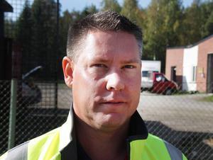 Kristofer Engstrand säger att det är nödvändigt att röja vid vägarna och att arbetet beräknas bli klart i veckan.