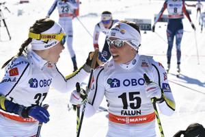 Ebba Andersson och Charlotte Kalla under gårdagens lopp.