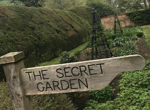 Highclere har både en underbar trädgård och en ljuvlig litet mer hemlig trädgård. Missa inte.