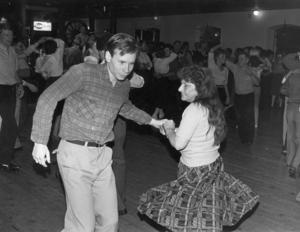 1985. På 80-talet skulle minst var femte dans vara en bugglåt om publiken skulle vara nöjd. Banden varvade det svängiga med så kallade kramgoa låtar. I dag är varannan dans en bugg på de moderna danserna.