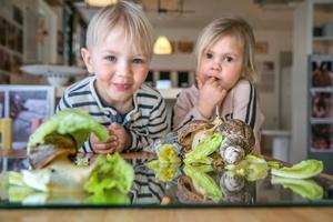 Djur på förskolan är vardag för barnen på Breddals förskola i Ösmo.
