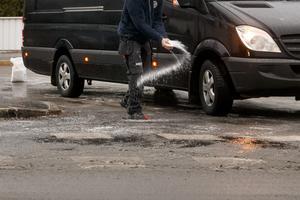 Kommuner, landsting och myndigheter har de senaste åren betalt bluffakturor för nästan 90 miljoner kronor, varav 15 miljoner kronor gått till att köpa ytterst dyrt vägsalt. Näringslivet har länge arbetat hårt för att stoppa bluffakturorna. Nu måste kommunerna göra samma sak.  Foto: Heiko Junge, TT.