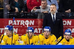 Magnus Pääjärvi, tvåa från vänster, i båset mot Lettland.Foto: Petter Arvidson / Bildbyrån