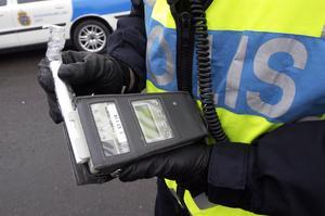 Under vecka 50 genomfördes, som en direkt följd av polisens nationella trafikstrategi, nykterhetskontroller i trafiken i hela region Bergslagen. Foto: Gunnar Lundmark / Svd / SCANPIX