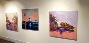 Några av de konstverk Staffan Tolsén visar på sin utställning i Gamla rådhuset.
