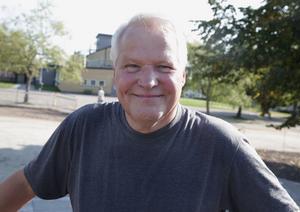 Efter åtta års veckopendlande mellan hemmet i Vansbro och jobbet i Smedjebacken väljer Röda Bergas rektor Rolf Gustavsson att gå i en tidig pension.