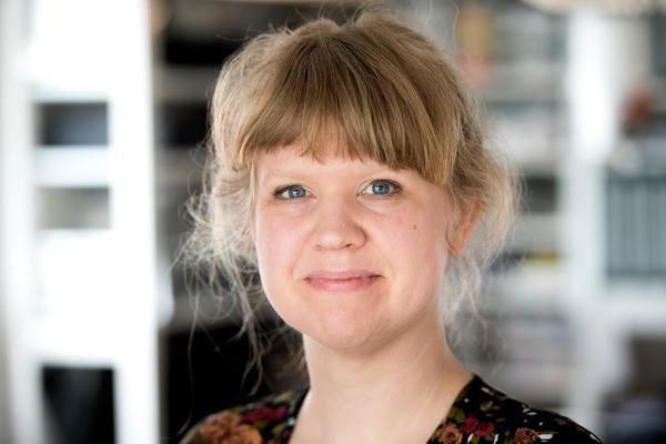 Karin Holmberg har broderandet som yrke.