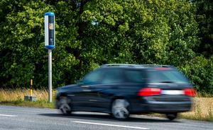 Mannen körde 168 km/tim på 90-väg. Får böta 4 000 kronor.Foto: Marcus Ericsson / TT