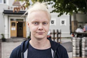 """Rimbobon Rasmus Bredenberg, 24: """"Det borde vara upp till hyresvärden att bestämma, precis som det borde ha varit för krogägare om rökning på uteserveringar."""