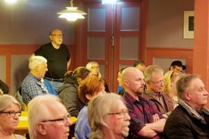 Det var fullsatt i Röfors folkets hus på torsdagskvällen. I publiken satt några av kommunens politiker, men de deltog inte i frågestunden.