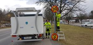 Södertälje kommun har fattat beslut om att både höja och sänka hastigheten på ett antal vägar i kommunen.