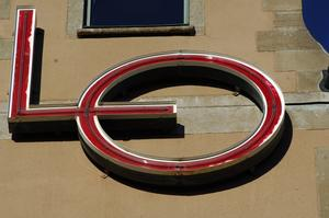 LO:s emblem på LO-huset vid Norra Bantorget i Stockholm. Foto: Hasse Holmberg / SCANPIX.
