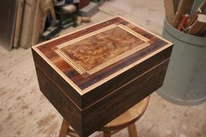 Så här ser en humidor ut. Det är en låda för cigarrer.