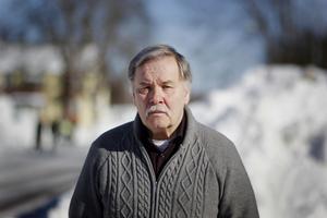 Allan Mattsson (KL) har lämnat in en motion om att anlita ordningsvakter i området kring Vasaskolan för att störa den eventuella droghandeln.