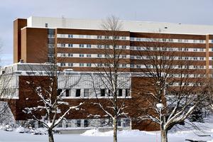 Rehabiliteringskursen vid Sundsvalls sjukhus är ett väl beprövat och fungerande koncept och en verksamhet som man nu helt enkelt saboterar för att spara några kronor på kort sikt, skriver debattförfattarna.