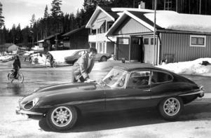 Ingvar Ericsson putsade upp sin Jaguar E-type serie II inför veteranbilsutställningen 1985.