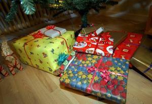 Köp inte fler julklappar än du faktiskt har råd med. Ge bort tjänster om det går.