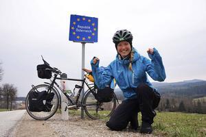Storslagna tältnätter vid toppen av Österrikiska alp-pass har varit en del av resan.