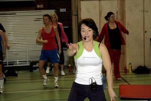 Monika Davidsson är bland annat ledare i core, en stabiliseringsträning för bål och rygg, eller som någon sa, för att få platt mage.