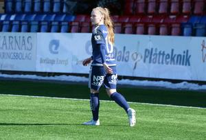 Johanna Axfeldt, Elitettanspelare i KIK som inledde sin seniorkarriär under Lars Isacsson i Avesta AIK.