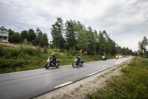 Omkring 60 motorcyklar tog sig till inspelningen.