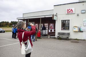Besökarna promenerade till affären i Trönö för att titta på Söderhamns första servicepunkt. På onsdagen väntade besök i både Bergvik och Stråtjära för att jämföra servicepunkterna.