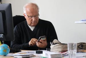 Kommunalråd Sten-Ove Danielsson (S) är inte allt för orolig för att ekonomin ska sjunka ytterligare och hamna på röda siffror. Avkastningen från Ångefallen kraft ser ut att bli bättre än budgeterat, vilket kan skapa en viss marginal för resten av 2018.