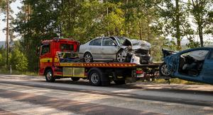 Kollisionen var kraftig och bilarna fick bärgas från platsen.
