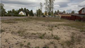 Kommunen har inte fått betalt för rivningen av det brandhärjade gamla Hagmans pensionat. Ärendet ligger hos kronofogden.