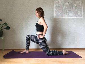 Kneeling - Groin Stretch: Öppnar upp och stabiliserar höften. Lär kroppen belasta jämt in i båda höfterna.