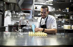 Till vardags är Sebastian Lopez kökschef på restaurangen Nosh and chow i Stockholm.