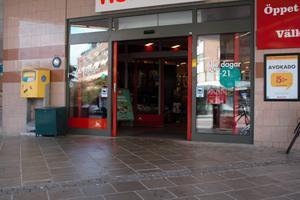 I dag, tre år senare, syns inga tiggare till vare sig utanför livsmedelsbutikerna i stadskärnan eller utanför stans köpcentrum.
