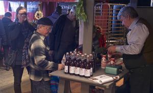 Många ville smaka saft från Björnåsen i Sveg.