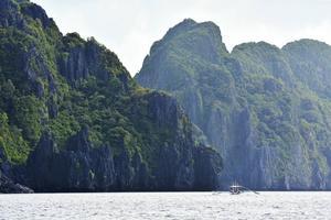 De vilda landskapen i Bacuit-bukten påminner om liknande områden i Thailand och Vietnam.   Foto: Anders Pihl