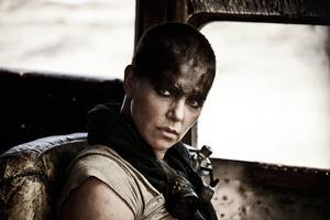 Charlize Theron är fantastisk som Imperator Furiosa i