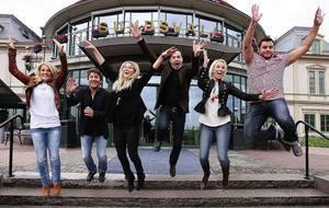 Hela showgänget på plats utanför Casino Cosmopol: Anna Persson, Martin Hägglund, Caroline Jönsson, Alex Kantsjö, Jenny Gustafson och Michael Halvarson.Foto: Anki Haglund