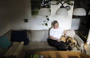 """""""Släpp in mig, jag kanske kan utvecklas till en riktigt bra medarbetare"""", vädjar Sonja Mattsson som söker en arbetsgivare som vill ha 25 procent gratis arbetskraft."""