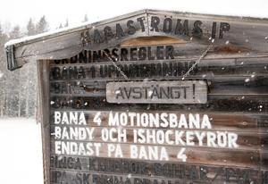 När det gäller att spara är man uppfinningsrik, ta till exempel Hagaströms kamp för en konstfrusen skridskobana, konstaterar lassE.