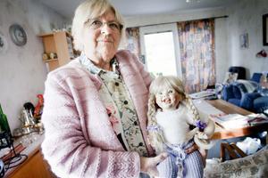 En av alla dockor som Anita Jakobsson tillverkat och kommande helg visar hon andra dockor i Folkets hus i Saxdalen.