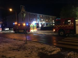 Räddningtjänst, ambulanser och polis på plats i Hushagen.