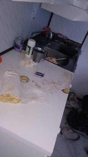 Köket i baracken, dit mannen flyttade från boendet.