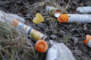 Foto: Måna J Roos *** Local Caption *** sniffare sniffa sniffning glade spray doftspray toaspray