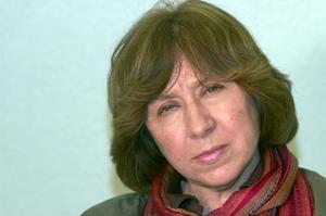 Svetlana Aleksijevitj skriver en krönika över det ryska kaoset.