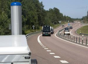 Polisen har fullt upp under sommaren: trafiken är intensiv och medarbetarna har semester. Men kameran vakar.