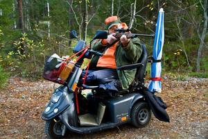 Ingemar Öman har jagat i över 35 år och låter sig inte hindras av att han nu tvingats amputera båda benen.