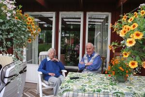 Anna och Sven Jacobs har skarpa minnen från den där lördagen i juli för 70 år sedan. Sven cyklade i ilfart från Sjövik och var på plats vid bangården i Krylbo innan brandkåren.